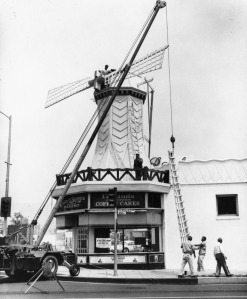 "Figure 4: Van de Kamp""s bakery similar to the Figueroa site under construction on Verdugo Road in Glendale. Source: LAPL Photo Collection 00060329"